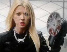 Tara Reid Survived Sharknado 2 with Sawhand