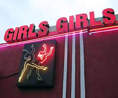 fbi spends thousands on strippers, boxing tickets in failed drug sting