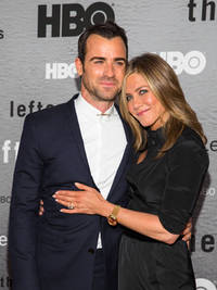 justin theroux drops in on jennifer aniston during photo-shoot to her delight